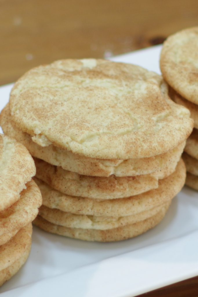 6 stacked snickerdoodles on a white plate.