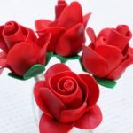 Four chocolate strawberry fondant roses