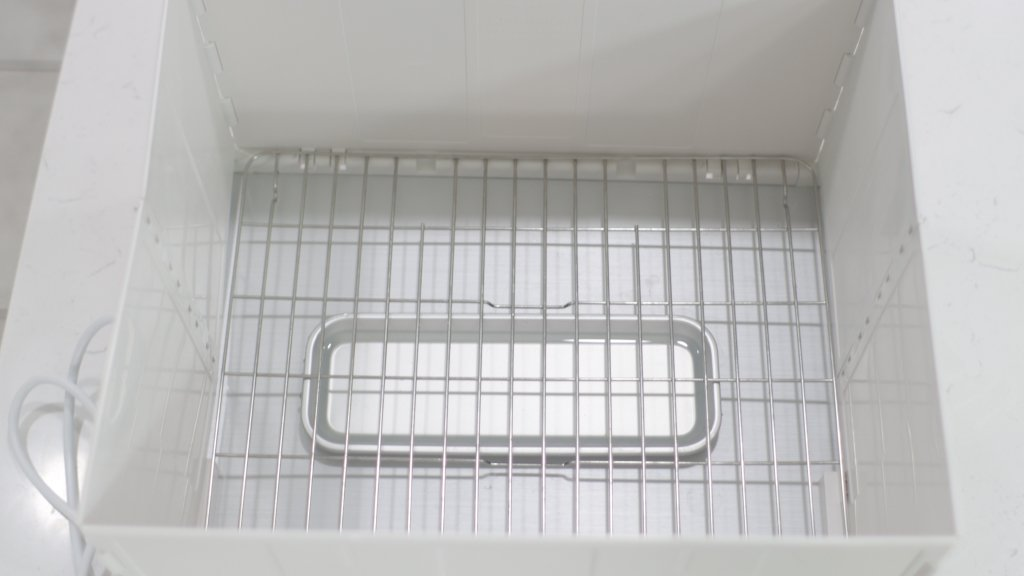 Inside the folding proofer is a wire rack and rectangle aluminum water tray.